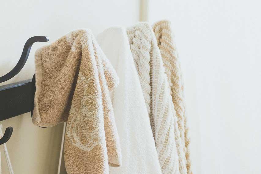 Minimalist bathroom essentials for Minimalist house essentials
