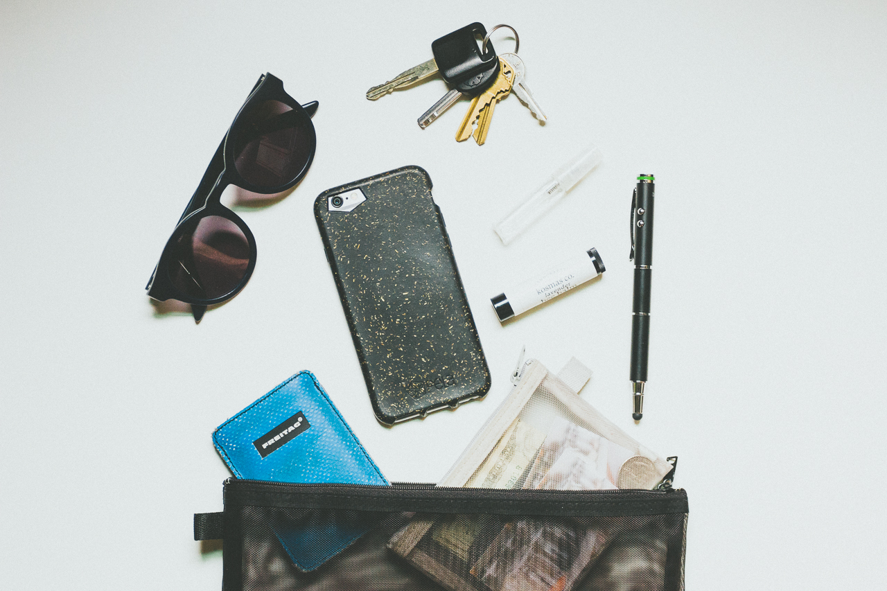 What's in my bag with Pela Case by Conscious by Chloé
