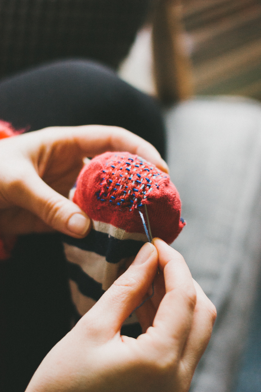 consciousbychloe-zero-waste-repair-sock-darning-the-far-woods-3